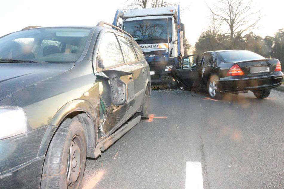Auch der Opel wurde durch den Unfall beschädigt.
