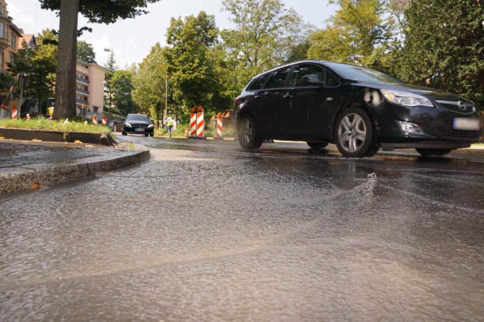 Rund eine Stunde lang plätscherte das Wasser die Straße hinab.