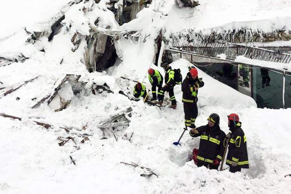 Die Retter fanden im Inneren sechs Überlebende.