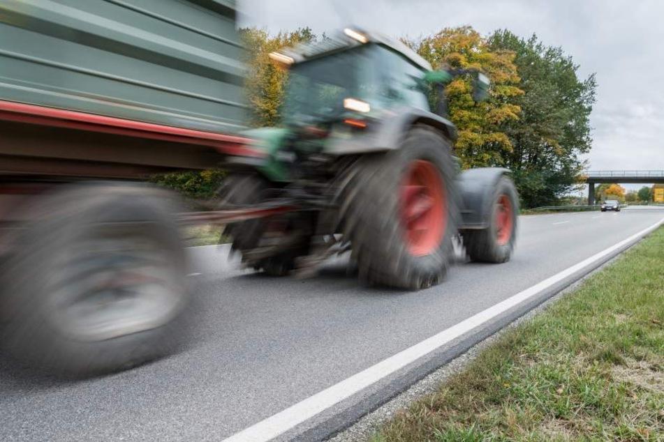 Der Traktor verunfallte auf der L12 bei Bastorf. (Symbolfoto)