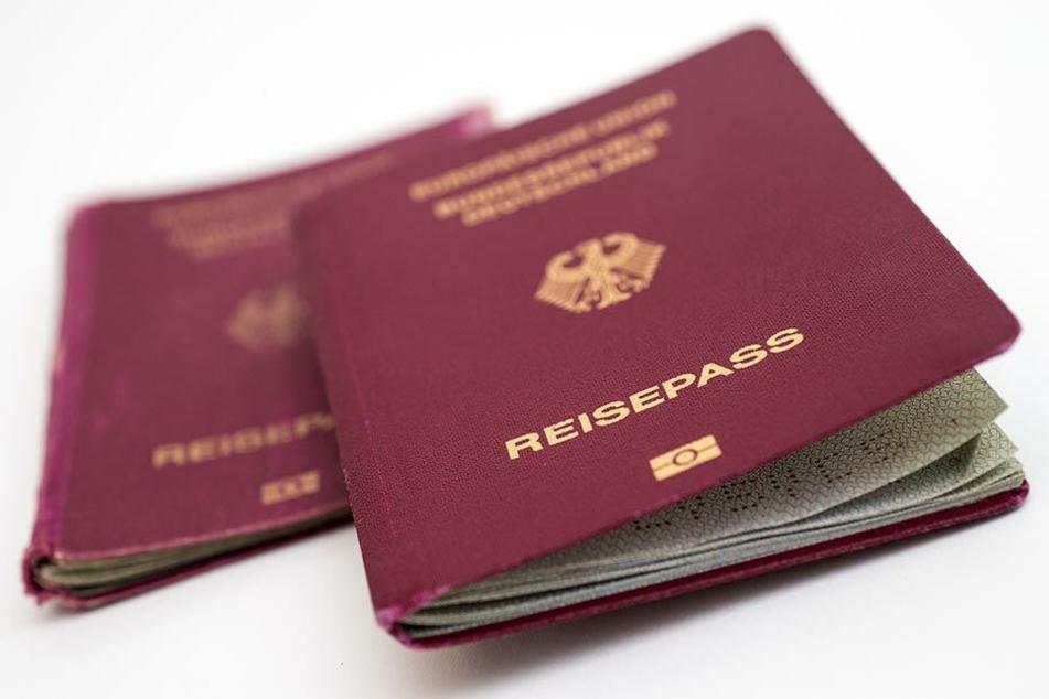 Ein deutscher Reisepass. (Symbolbild)