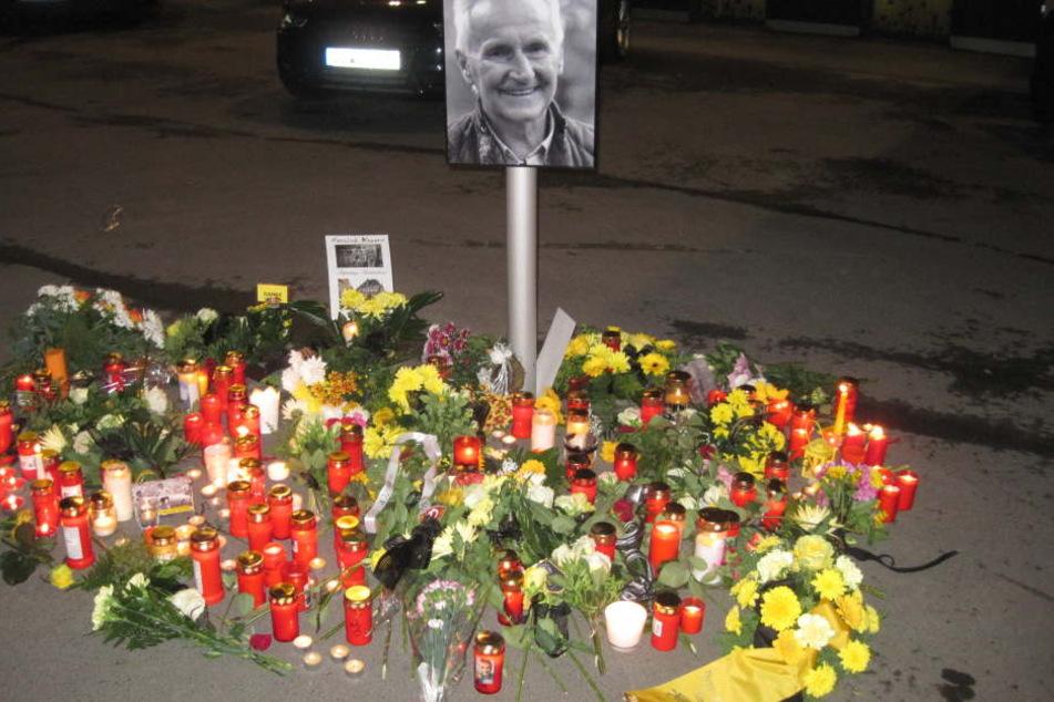 Vorm DDV-Stadion gab es eine spontane Gedenkstelle für Reinhard Häfner.