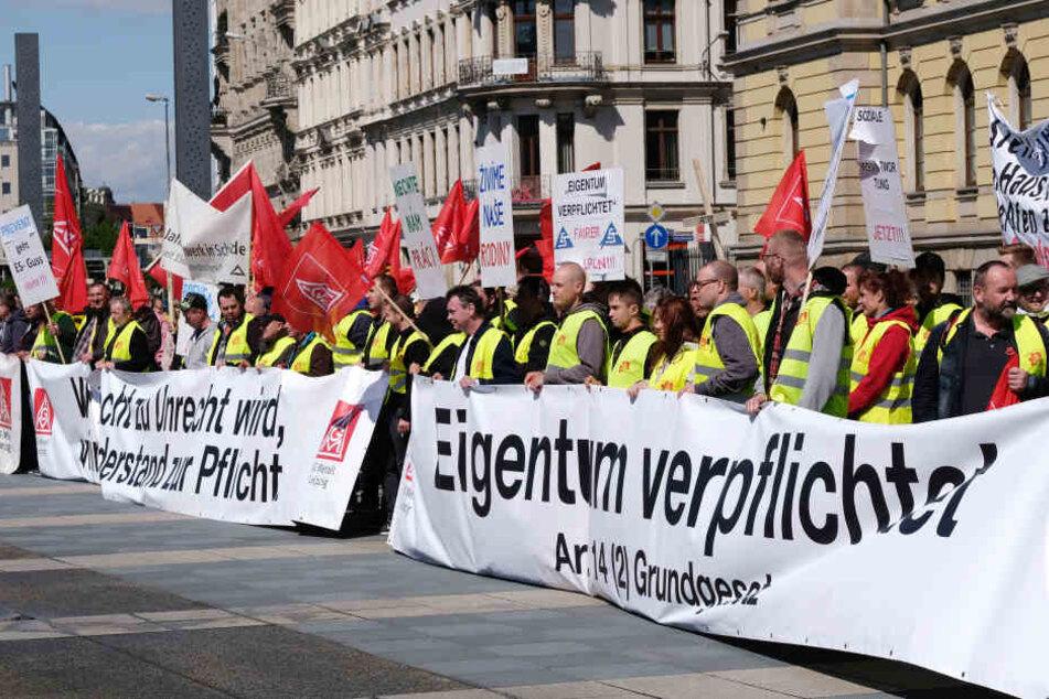Am 26. April hatten sich Beschäftigte von Halberg-Guss Leipzig und ES Guss Schönheide vor dem Leipziger Landgericht zur Demo versammelt.