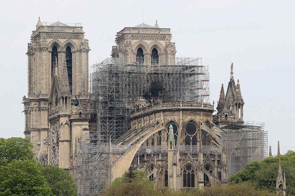 Blick auf die Kathedrale Notre-Dame nach dem Brand, der einen Großteil des Gebäudes zerstört hat.