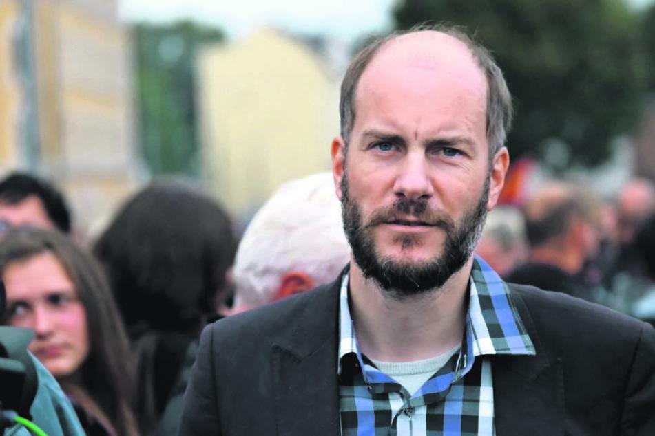 """Haftbefehl ins Netz gestellt: Razzia auch bei """"Pro Chemnitz""""-Anwalt"""