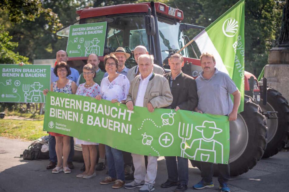 Vor dem bayerischen Landtag demonstrierten Mitglieder des bayerischen Bauernverbandes.