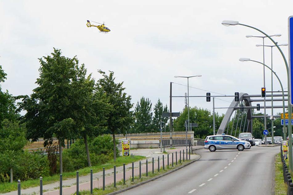 Johannisthaler Chaussee ist während der Spurensicherung und Zeugenaufnahme im Unfallbereich gesperrt. Zufahrt zu den anliegenden Wohngrundstücken ist eingeschränkt möglich.