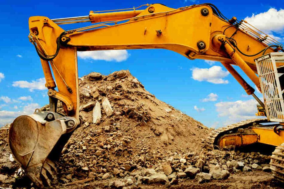 Drama auf Baustelle: Mann arbeitet hinter Bagger, dann kommt es zum Unglück