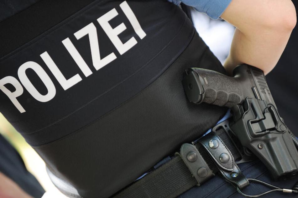Die Polizei bittet um Hilfe (Symbolbild): Wer kann Hinweise auf das Räuber-Quartett geben?
