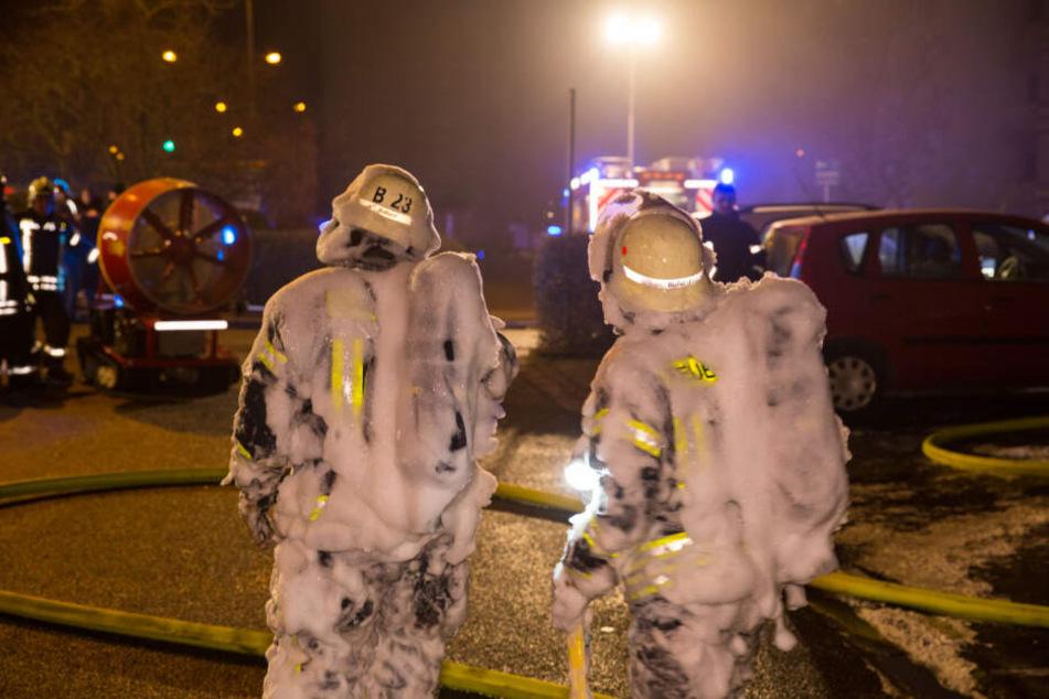 Rund 300 Einsatzkräfte der Feuerwehr waren im Einsatz.