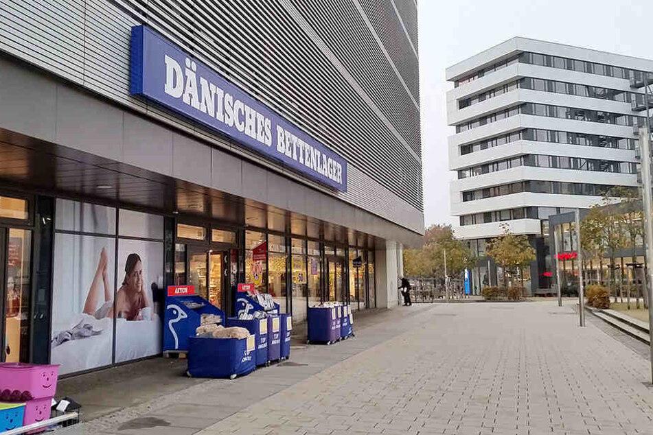 Die Diebin klaute Decken und Kissen im Wert von 50.000 Euro in Filialen des Dänischen Bettenlagers.