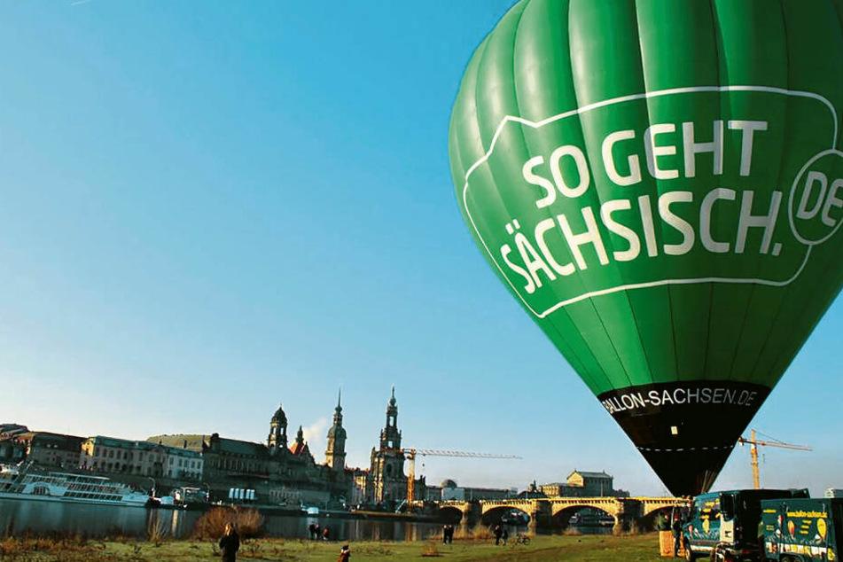 Auch auf Heißluftballons wurde schon geworben. Von Anfang an ist die Kampagne ein Politikum.
