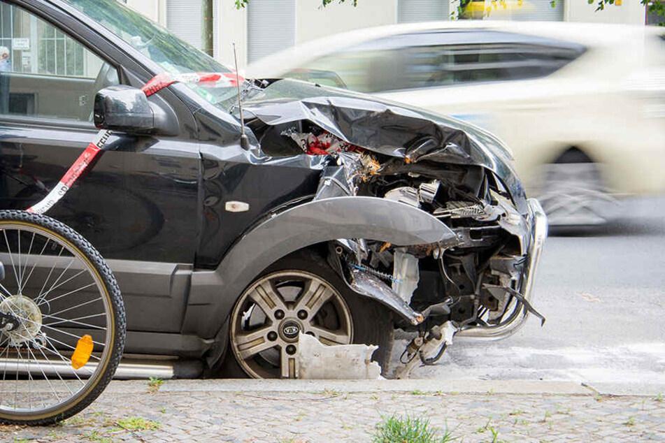 Der Unfallverursacher wird so schnell kein Auto mehr fahren. (Symbolbild)