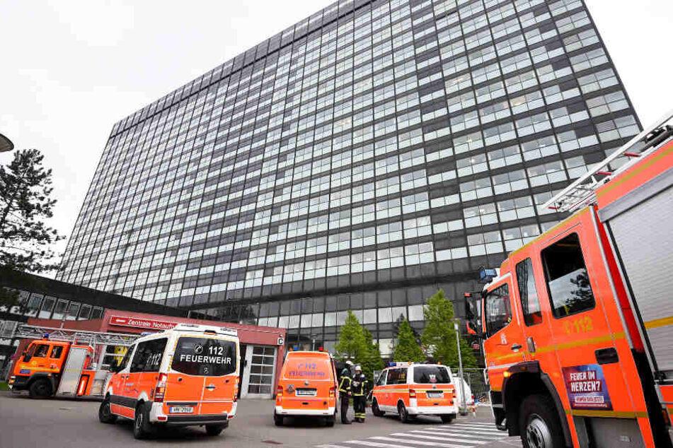 Feuer-Alarm im 18. Stock! Großeinsatz in Hamburger Krankenhaus