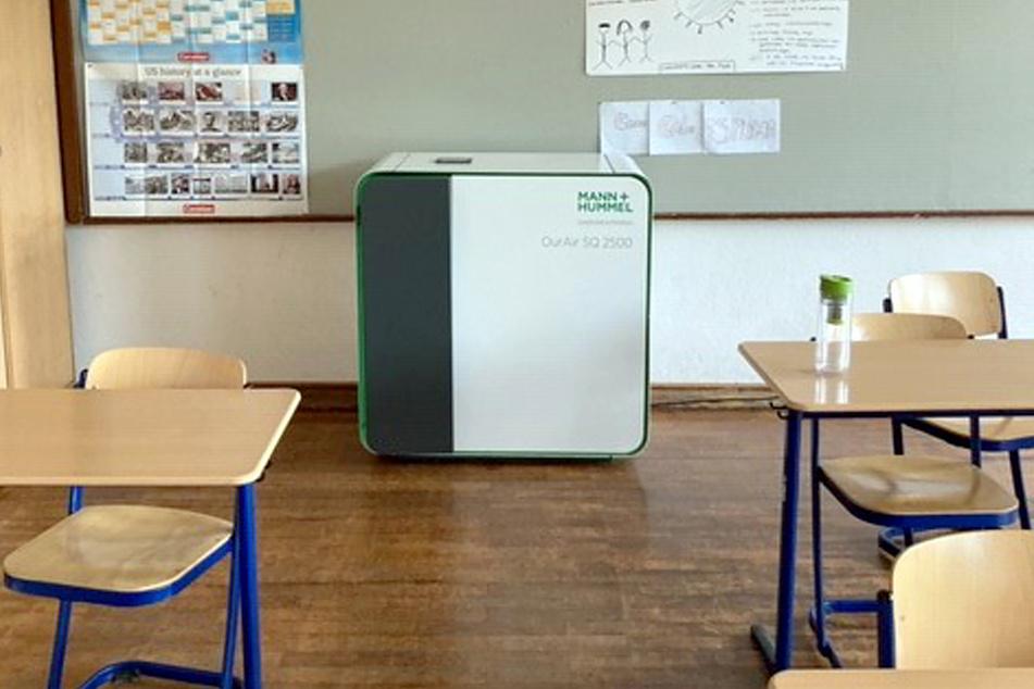 Einige Schulen haben bereits Luftfilter angeschafft, um Schülern einen sicheren Schulalltag zu gewährleisten zu können.