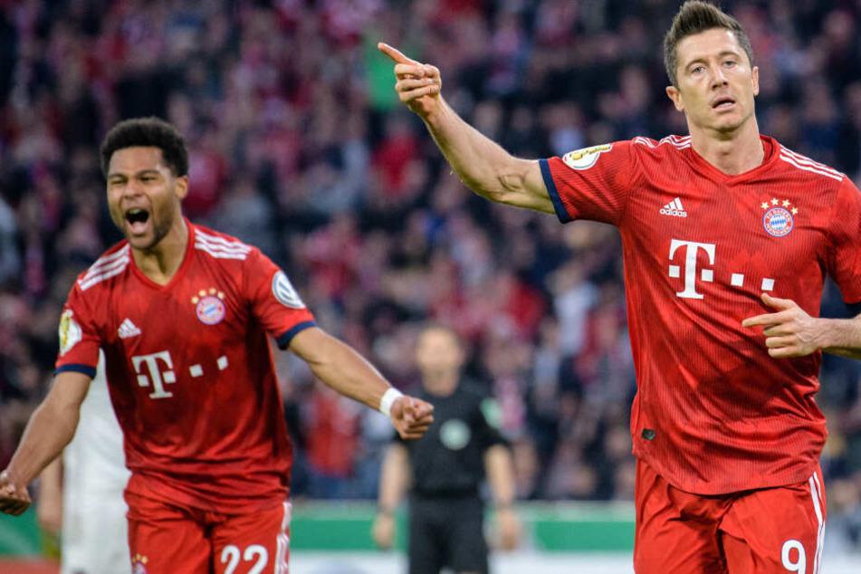 Robert Lewandowski (r.) kam zwar erst zur Pause, war dann jedoch maßgeblich am Sieg der Bayern beteiligt.