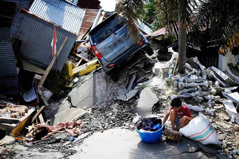 Die indonesische Insel Sulawesi kommt nicht zur Ruhe. Nach der Tsunami-Katastrophe bricht jetzt auch noch ein Vulkan aus.