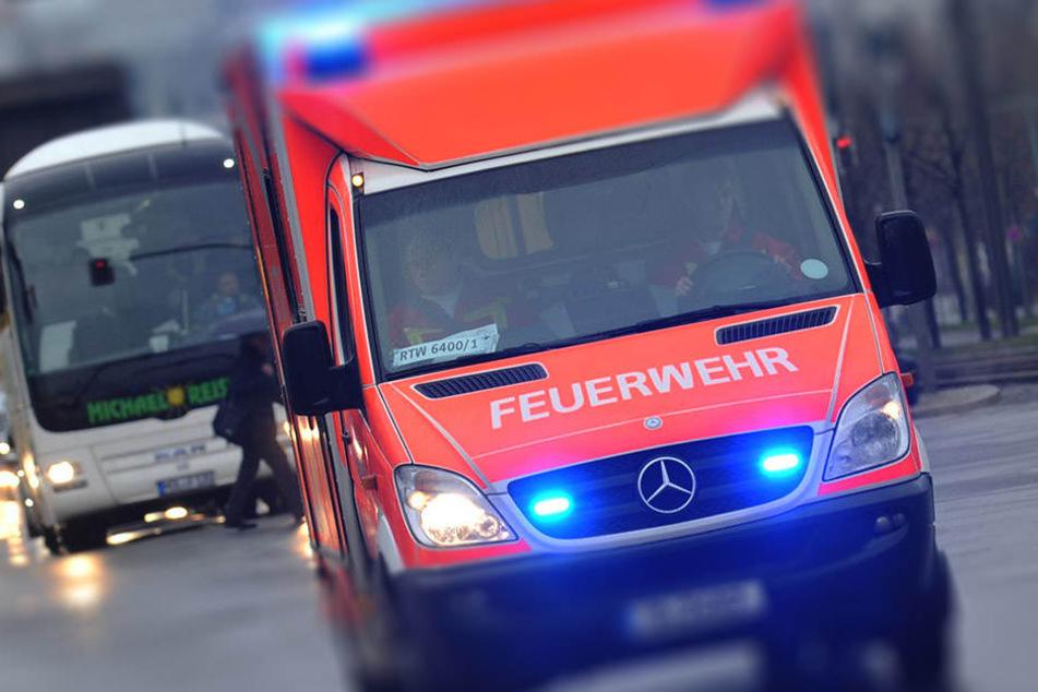 Der Rettungswagen wurde von dem Auto glücklicherweise nur gestreift. (Symbolbild)