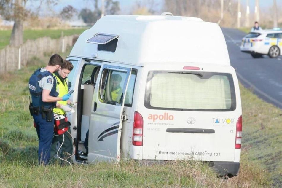 Bewaffneter erschießt Tourist im Wohnwagen und fährt mit Totem weg