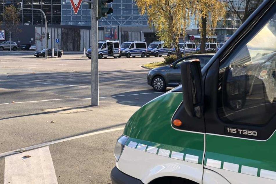 Die Polizei ist mit einem Großaufgebot in Chemnitz.