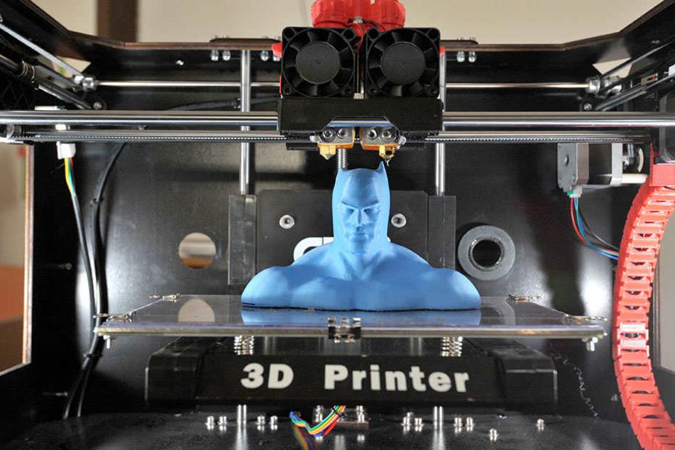 """Wer will,kann dem modernen Drucker bei der """"Arbeit"""" durch eine Glasscheibe zuschauen."""