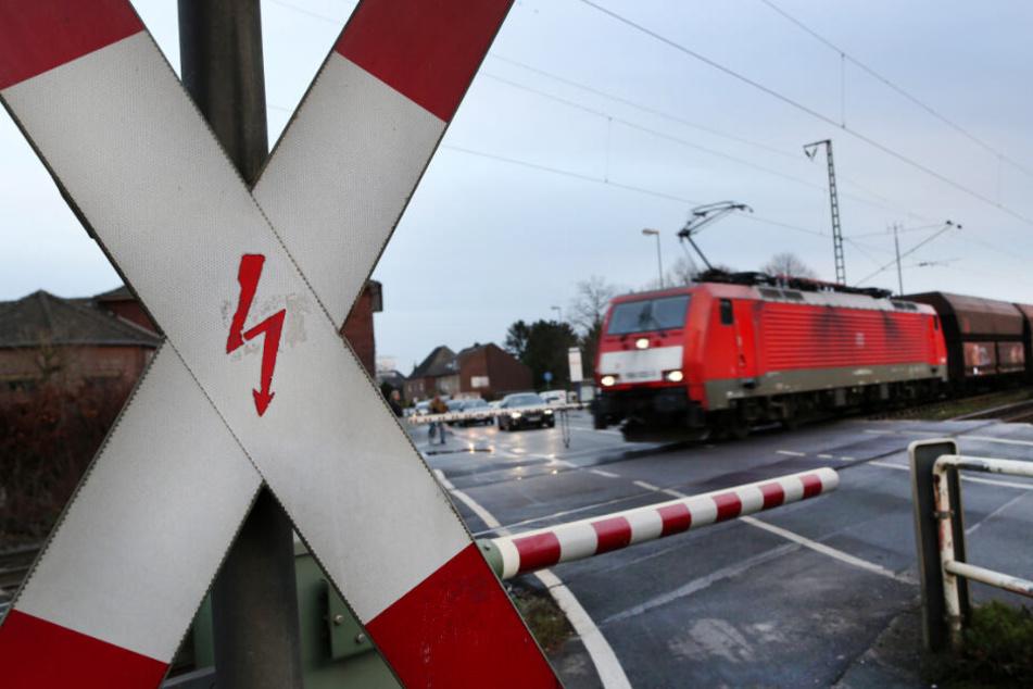 Tödlicher Unfall: Touristin joggt über Bahn-Übergang und wird von Zug erfasst
