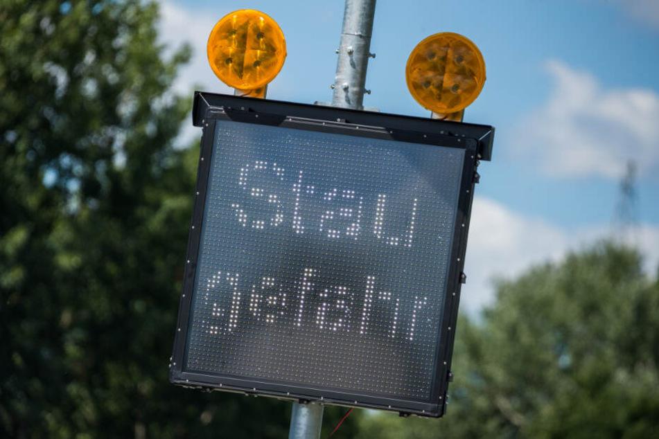 Der ADAC warnt vor Stau.