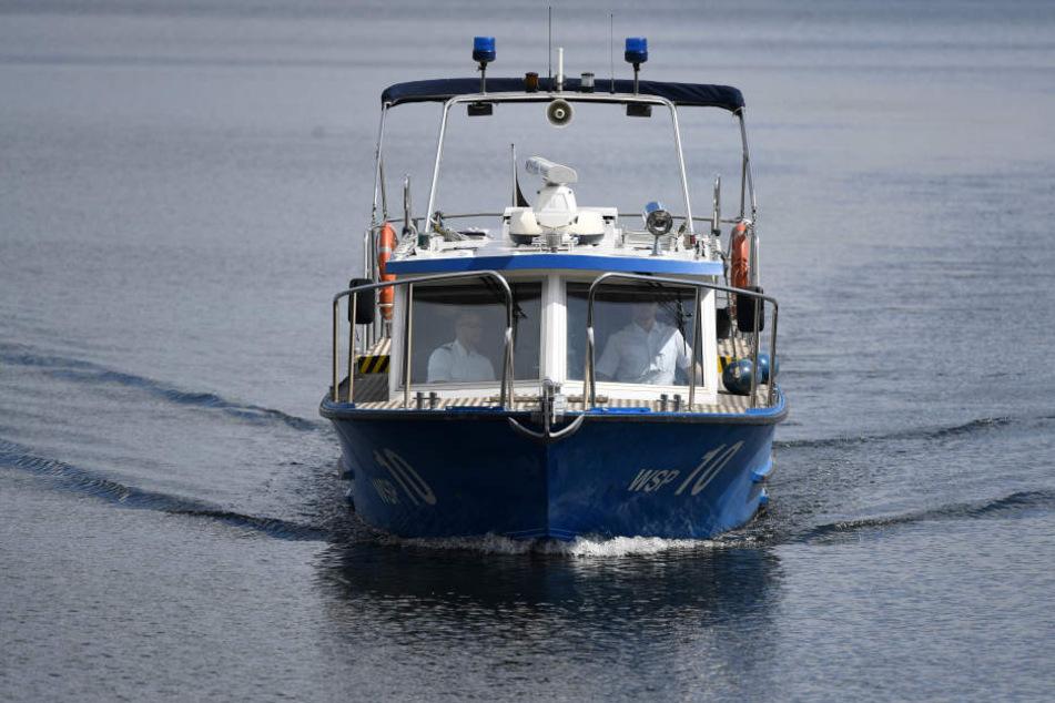 Die Polizei musste die Suche nach dem Angler vorläufig einstellen, weil es zu dunkel wurde. (Symbolbild)