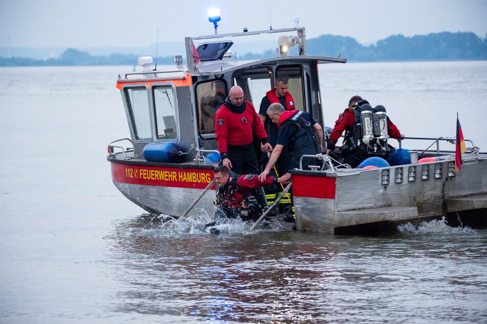 In der Elbe in Kollmar werden zwei Personen vermisst: ein neunjähriges Kind und ein Erwachsener. (Symbolfoto)