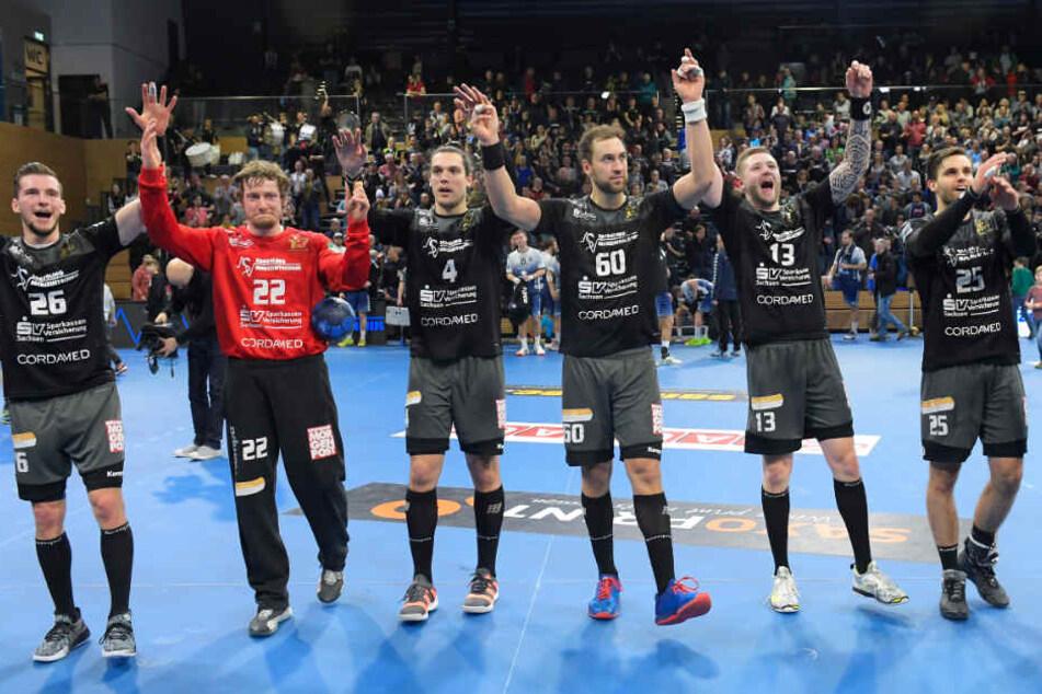 Der HCE konnte am Ende einen wichtigen Erfolg mit den Fans feiern.