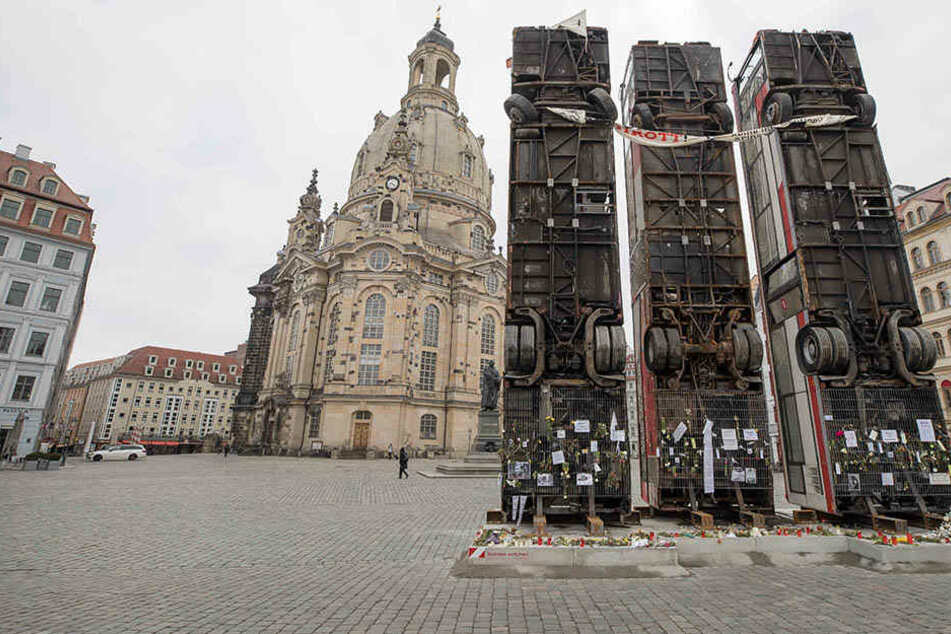 10.000 Euro Schaden durch Bus-Monument: Wer trägt die Kosten?