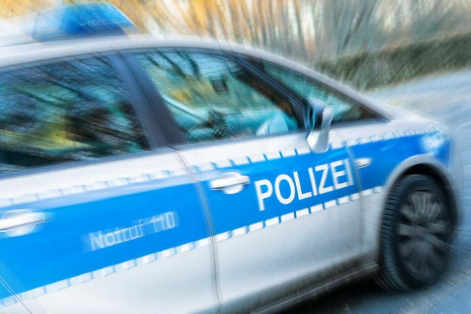 Den Polizisten gelang es schließlich, den stark alkoholisierten Mann festzunehmen (Symbolbild).