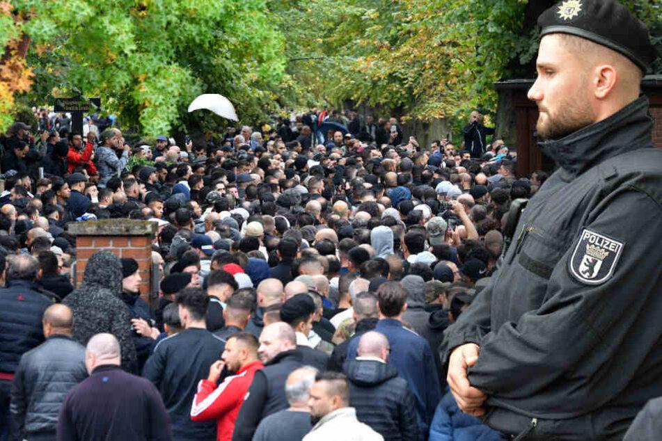 Zur Beerdigung kamen zahlreiche Trauergäste nach Schöneberg.