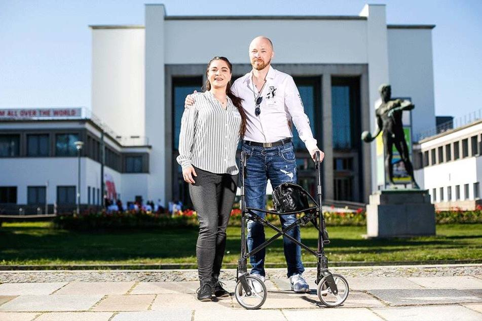 Happy End: Dorit Triebel aus Chemnitz mit Martin Cunow vor dem Hygienemuseum. Durch ihre Spende wurde der Rheinländer krebsfrei.