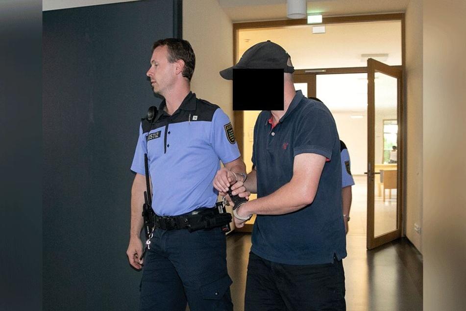 Steffen R. (33) gab sich als Oberstaatsanwalt aus. Nun muss er wegen Betrugs hinter Gitter.