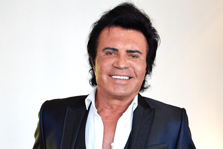 Glücklich lächelt Costa Cordalis bei einem Pressetermin.