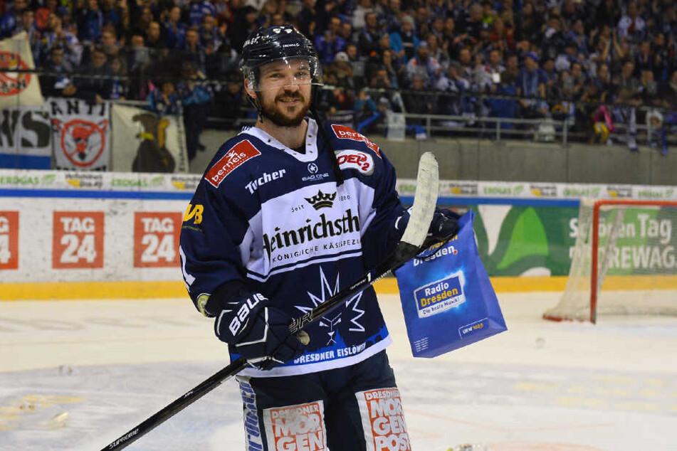 Steven Rupprich (28) bleibt den Eislöwen eine weitere Saison treu.
