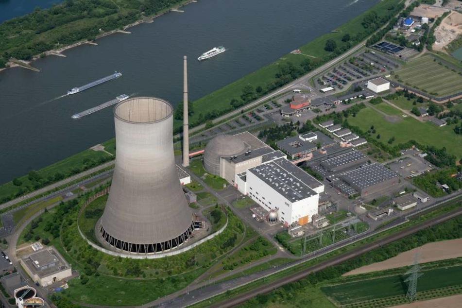 Das Kernkraftwerk in Mülheim-Kärlich. Nur 500 Meter entfernt, explodierten jetzt zwei Schiffsbatterien.