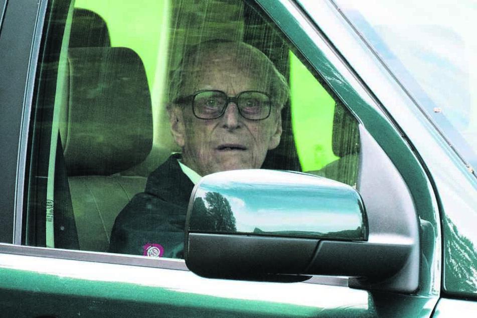 Prinz Philip (97) fährt gern selbst - auch ohne Gurt, so wie hier im Mai 2018 in Windsor.