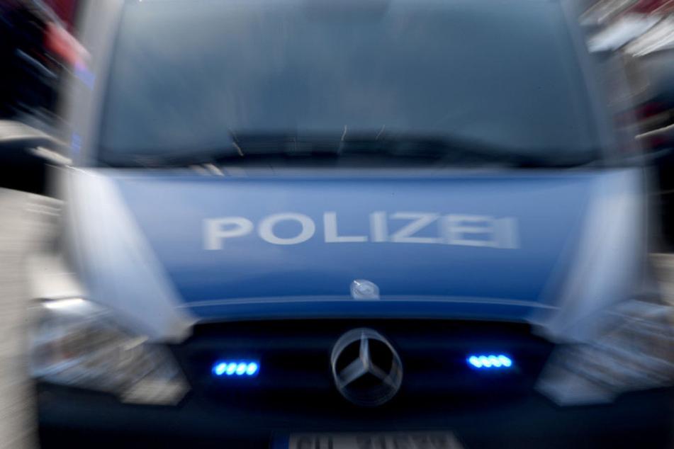 Die besitzerlose Kleidung hat zu einem großen Polizeieinsatz geführt.