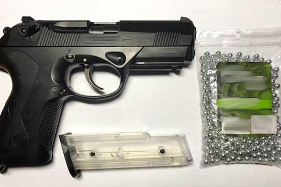 Die Bundespolizei stellte die Softairwaffe des Mannes sicher.