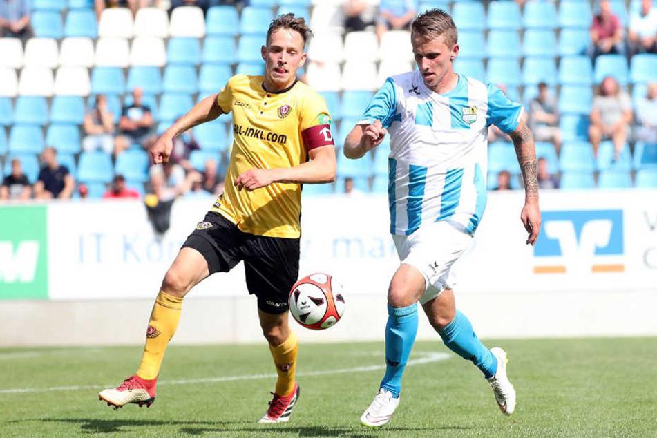 Dynamos Jannik Müller (l.) kam zu Beginn der zweiten Halbzeit für Marco Hartmann ins Spiel.