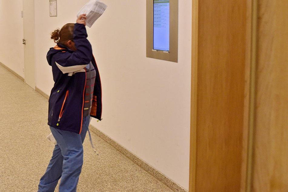 Diebin Diana B. (32) biss wild um sich, jetzt stand sie vor Gericht.