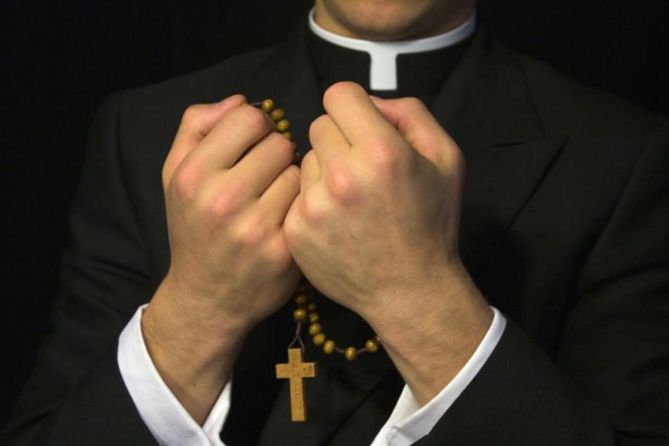 In der Nähe des Priesters waren Kinder nicht sicher. (Symbolbild)