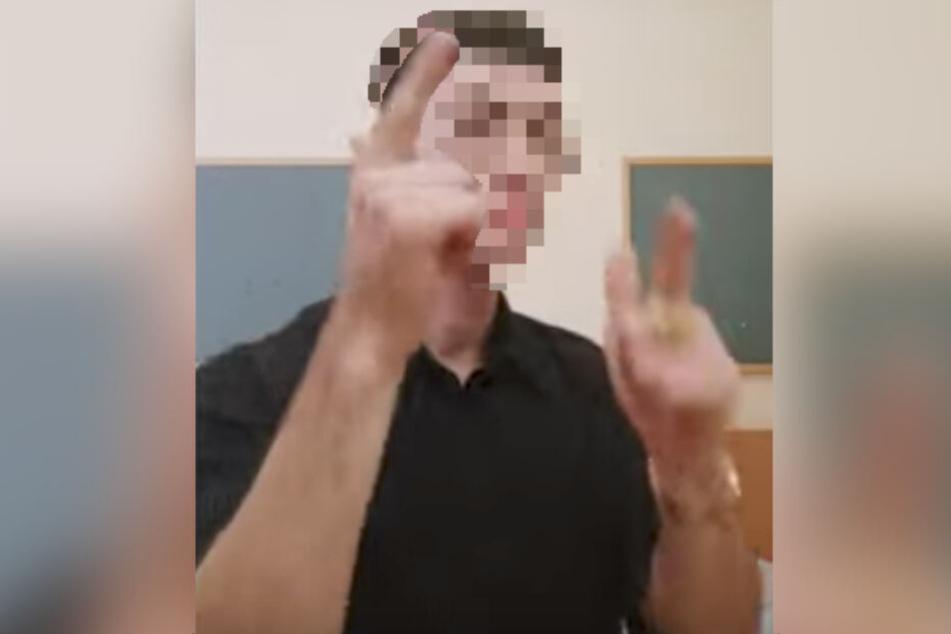 """Die Hände bewegt Florentin M. im Video wie zwei Pistolen zu Meros """"Baller los"""". (Screenshot)"""
