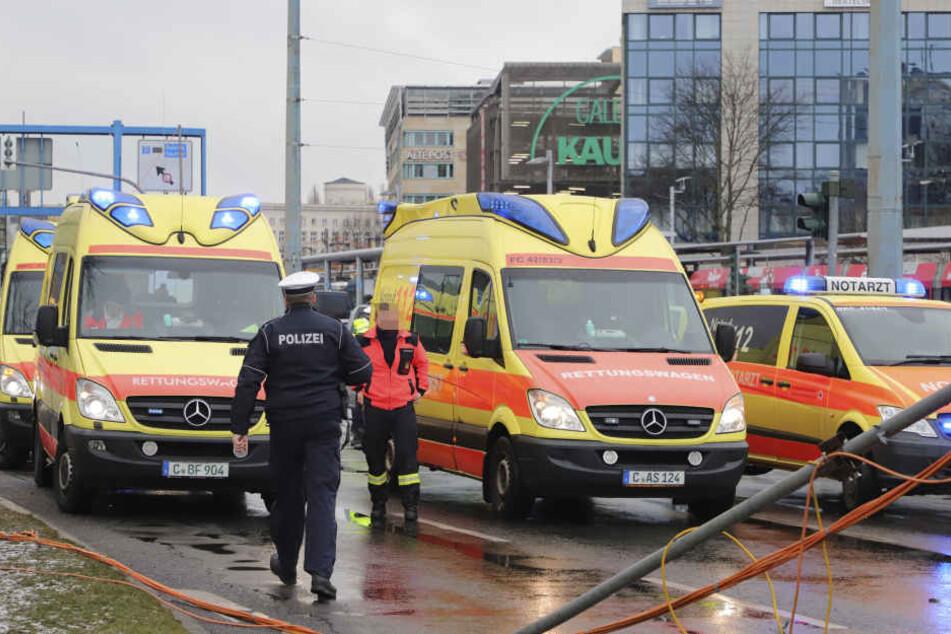 Drei Fußgänger wurden bei dem Unfall verletzt.