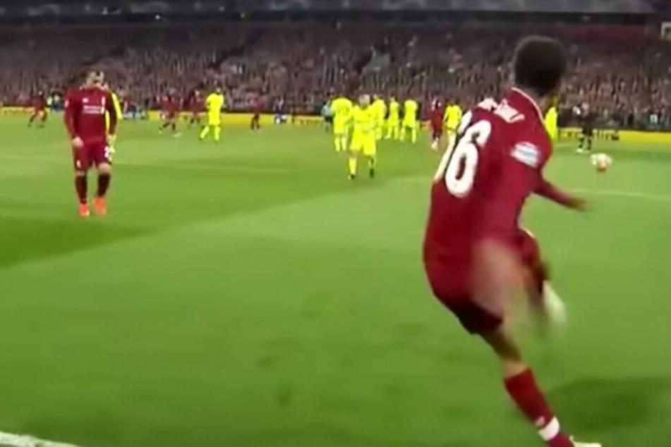 Blitzschnell läuft der Verteidiger dann auch einmal zurück, tritt gegen den Ball - wenig später: Tor!