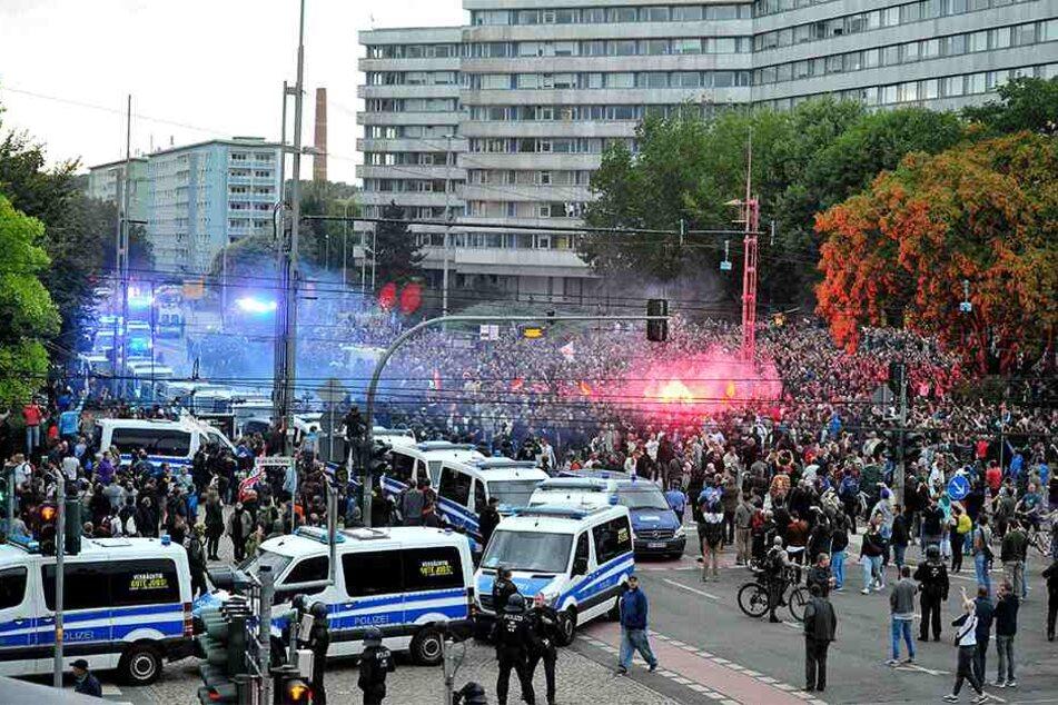 Im August und September 2018 steig die Zahl der politisch motivierten Straftaten in Chemnitz - von rechts wie links.