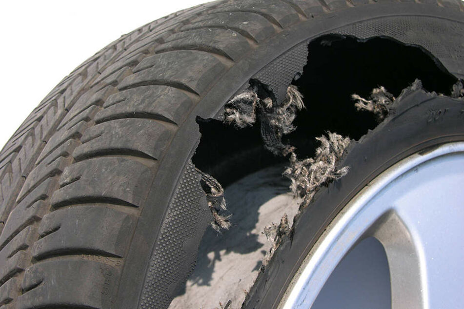 Reifenplatzer löst Unfall auf der A2 aus