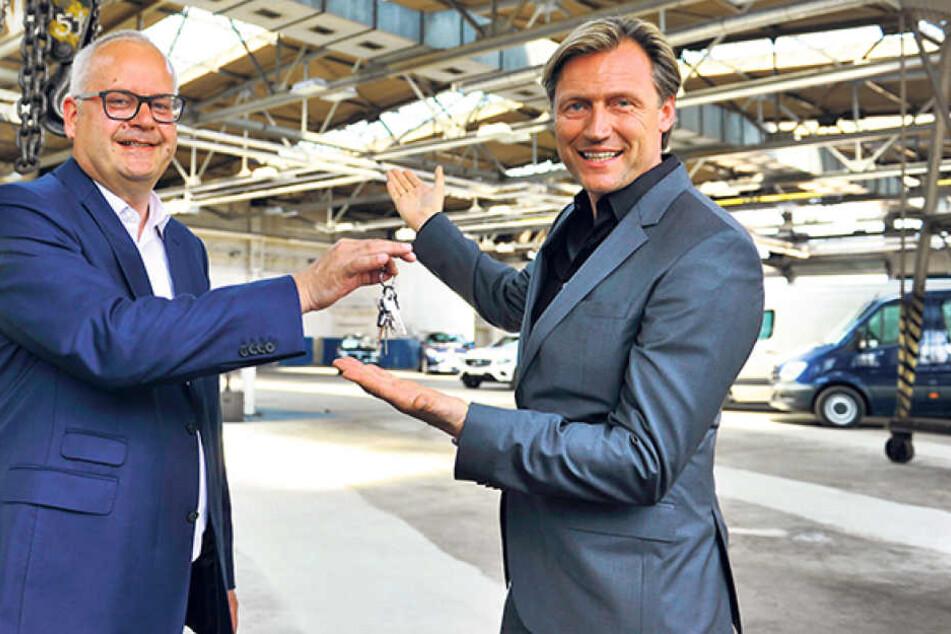 Autohauschef Andreas Wöllenstein (48) und Event-Profi Mirco Meinel (45)  lassen die Halle zum Eventzentrum umbauen.